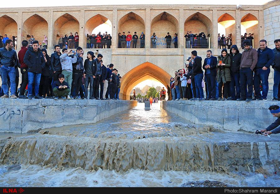 بازگشایی آب به رودخانه زاینده رود در اصفهان