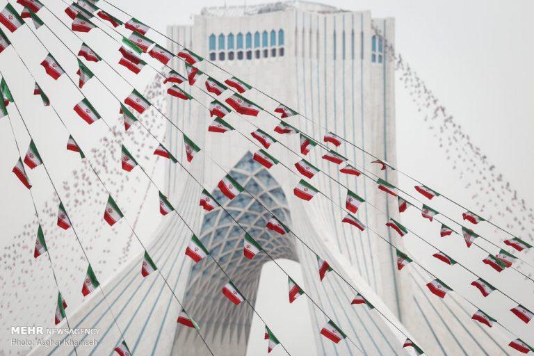 آذین بندی شهر با پرچم مقدس جمهوری اسلامی ایران