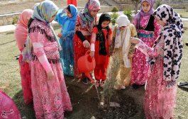 مراسم روز درختکاری با حضور کودکان - همدان