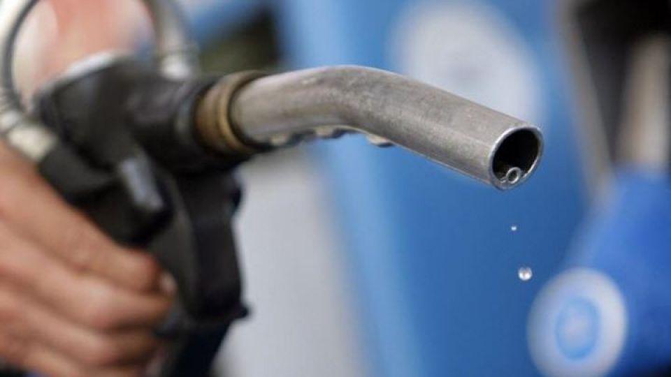محدودیت در عرضه بنزین سوپر ادامه دارد