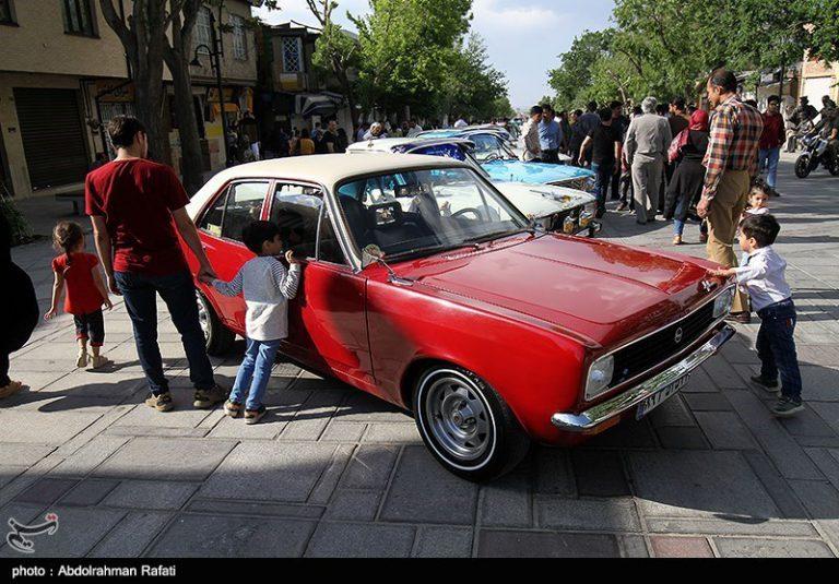 همایش خودروهای کلاسیک در همدان