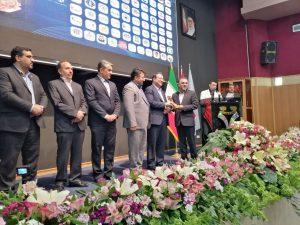 ذوب آهن اصفهان، تندیس طلایی خود را از وزیر صمت دریافت کرد.