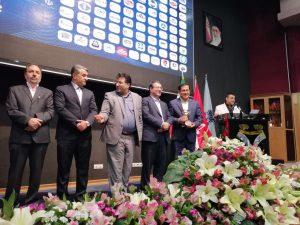:trophy: تنديس وزير صنعت به مديرعامل فولاد اميركبير كاشان در همايش حمايت از حقوق مصرف كنندگان