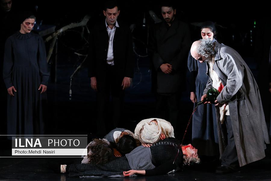 نمایش «جنایت و مکافات» به کارگردانی رضا ثروتی