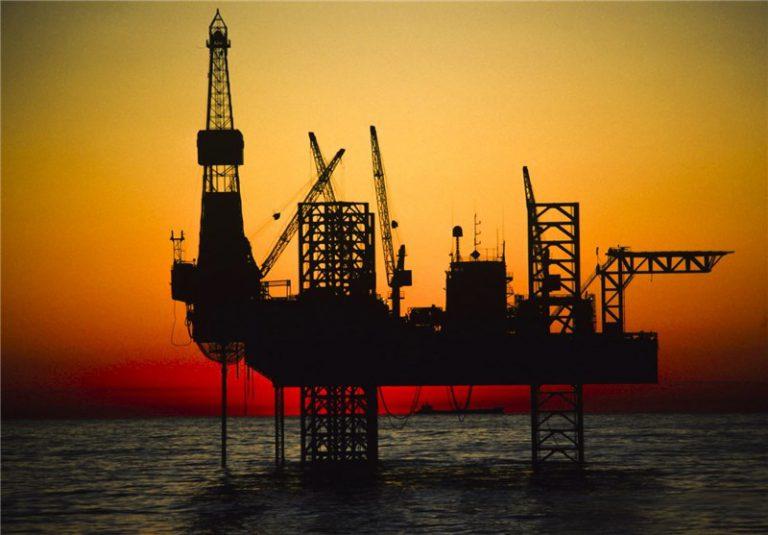 تعداد دکلهای نفتی فعال آمریکا کاهش یافت