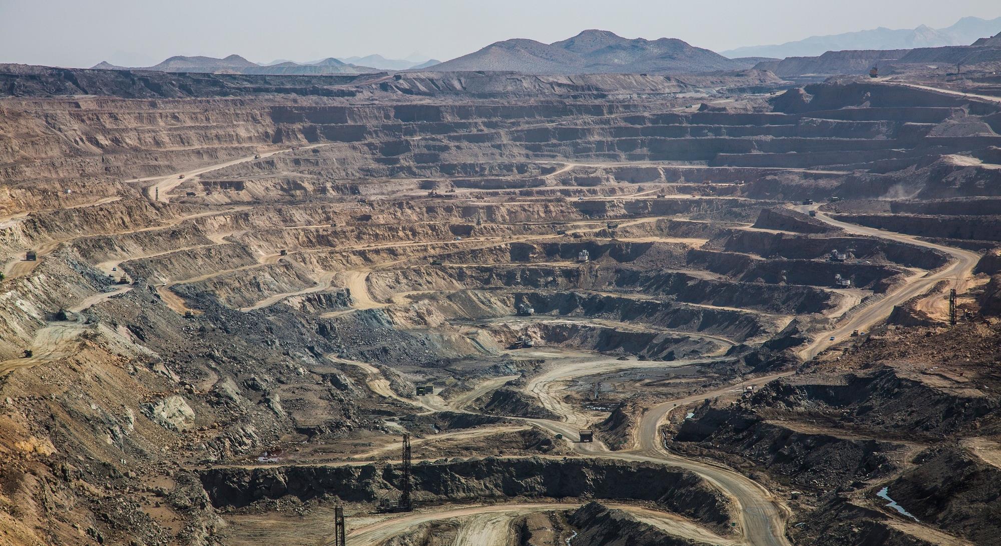 احداث کارخانه فرآوری سنگآهن هماتیتی با ظرفیت یک میلیون تن در سال