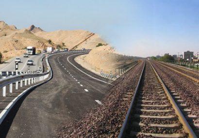 خودرو از جاده به ریل میآید